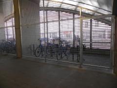 Parking sécurisé gare avril 2013.JPG