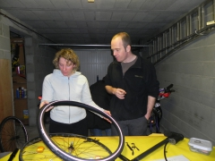 atelier, vélo, reparer, roue, crevaison